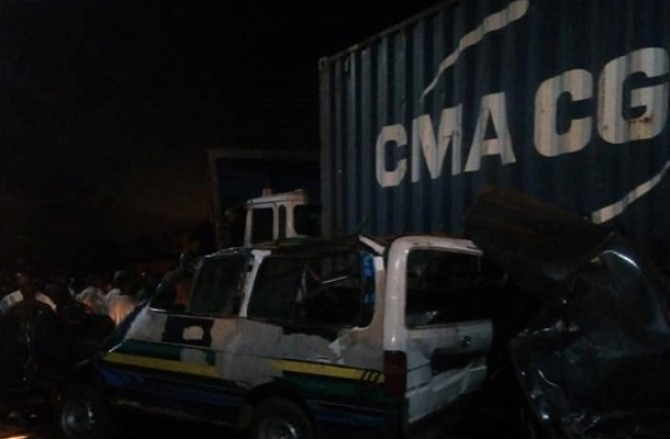 Img : Conakry car crash kills four