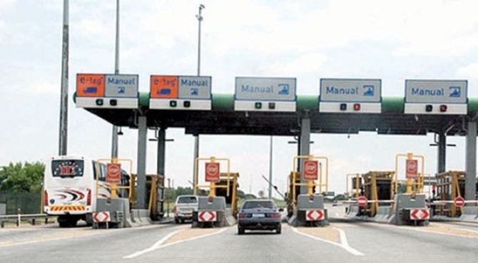 Img : Nigerian officials count gains of border closure