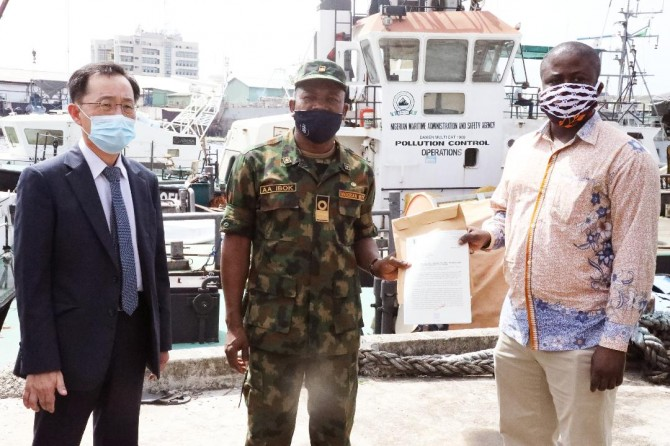 Img : Piracy: Nigeria hands over suspected vessels, crew to Ghana